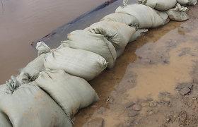 Gelbėtojai rengiasi potvyniui ir žeria patarimus, kad upių vanduo gyventojus užkluptų pasiruošusius