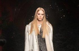 """Paryžiaus mados savaitė: """"Chanel"""" 2021–2022 m. rudens ir žiemos kolekcijos modeliai"""