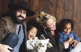 Dvi įvaikintas mergaites auginanti aktorė Katherine Heigl pirmą kartą gimdė: susilaukė sūnaus