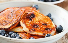 20 skaniausių sezoninių blynų receptų: su cukinijomis, uogomis, grybais