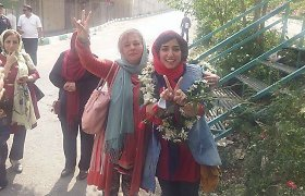 18 mėnesių kalėjime praleidusi Irano menininkė Atena Farghadani išėjo į laisvę