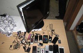 Pravieniškių sargams parūpo sužinoti, kodėl neveikia kaliniui atvežtas televizorius
