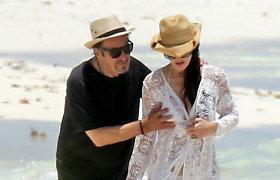 Meksikoje 77-ąjį gimtadienį sutikęs Alas Pacino nepajėgė atitraukti rankų nuo 40 metų jaunesnės draugės