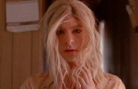 """""""Žmogaus-voro"""" žvaigždė Andrew Garfieldas grupės """"Arcade Fire"""" vaizdo klipe suvaidino transvestitą"""