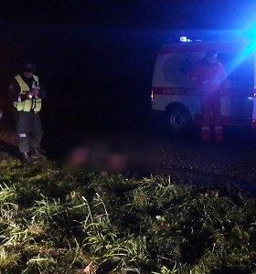 """Biržų rajone """"Volvo"""" partrenkė pėsčiąjį: vyras neišgyveno"""