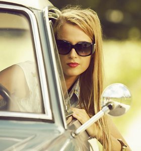 Vairavimo instruktorė: merginos tampa agresyvesnės nei BMW vairuojantys vaikinai