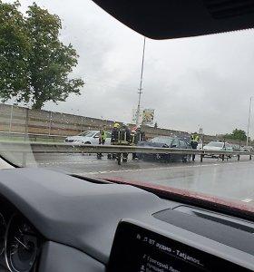 Avarijos greitkelyje metu nukentėjo 3 vaikai: liudininkai pasakoja apie didelį greitį ir girtą vairuotoją