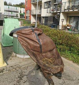 Už suplėšytą konteinerio maišą – 1000 eurų: vilniečiai aiškinasi, kodėl turi mokėti