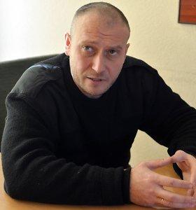 Ukrainą nuo Rusijos agresijos kvietusį ginti Dmytro Jarošą rusai bando paversti teroristu