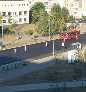 Vilniaus Pilaitė skambėjo nuo garsų – per naktį gatvėje paklotas naujas asfaltas