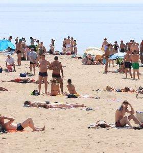 Gelbėtojams paplūdimiuose – rūpestis dėl iškepusių poilsiautojų