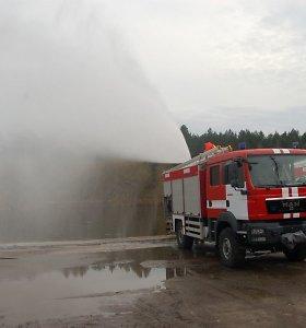 """Kiek vandens reikia namui užgesinti, arba """"Ir vėl į gaisrą be vandens atvažiavo..."""""""