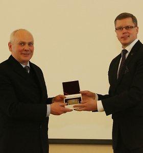 Pirmoji Kauno miesto mokslininko premija atiteko chemikui Juozui Vidui Gražulevičiui