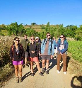 60 kilometrų pėsčiomis per kalnus Mianmare
