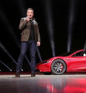 """E.Muskui prisišnekėjus tviteryje, """"Tesla"""" akcijos traukia žemyn"""