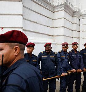Nepale sudužus autobusui žuvo 11 žmonių, per 100 sužeista