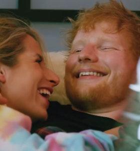 Edas Sheeranas su žmona Cherry Seaborn pirmą kartą drauge nusifilmavo vaizdo klipe: išvyskite