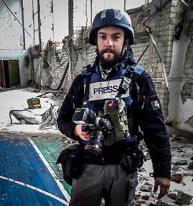 """Filmas """"Dar viena gyvenimo diena"""" priminė fotožurnalistui V.Balkūnui patirtį Ukrainos kare"""