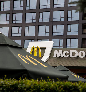 """""""McDonald's"""" Europoje atsisakys plastikinių deserto """"McFlurry"""" dangtelių"""