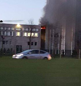 Vilniuje užsidegė Tarptautinės teisės ir verslo aukštosios mokyklos pastatas, evakuoti studentai