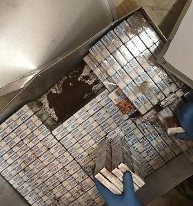 Ukmergės rajone sulaikytas vyras su 15 tūkst. pakelių kontrabandinių cigarečių