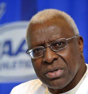 Rusijos dopingo skandalą dangstęs IAAF prezidentas siunčiamas už grotų