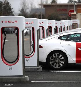 """""""Tesla"""" žvalgosi Lietuvoje, svarsto kurti """"Supercharger"""" įkrovimo stotelių tinklą"""