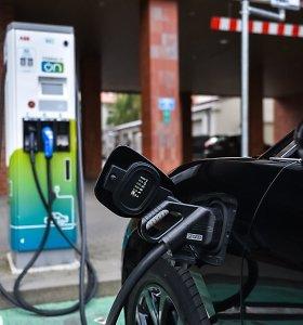 Elektromobilis ar įprastas automobilis: kurio remontas po avarijos kainuos brangiau?