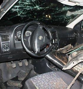"""Iš šiltos """"Opel"""" sėdynės – ant šalto areštinės gulto: Prienų r. įkliuvo itin nevalyvas vairuotojas"""