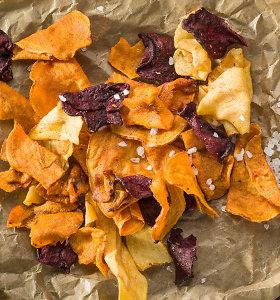 Sveikas skanėstas – daržovių ir vaisių traškučiai. Patarimai ir receptai gaminantiems juos namie