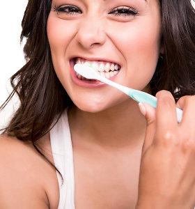 Organizmas siunčia ženklus: apie ką įspėja dažnai kraujuojančios dantenos?