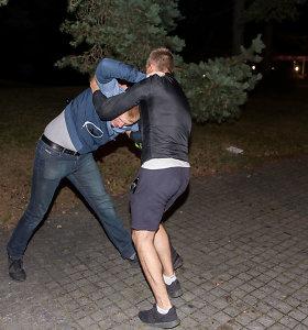 Vilniaus rajone mušėsi dvi gaujos – trys nepilnamečiai atvežti į ligoninę, bet vienas pabėgo