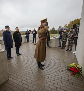 Kryžkalnyje pradėtas statyti memorialas Lietuvos partizanams