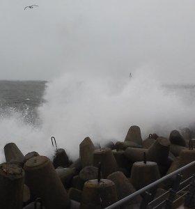 Sinoptikai perspėja apie stiprų vėją: ne uraganas, bet vis tiek pavojinga