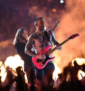 """""""Maroon 5"""" per didžiąją """"Super Bowl"""" pertrauką užkūrė tikrą pirtį: prisijungė ir reperis Travis Scottas"""