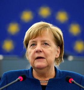 E.Macrono pėdomis: A.Merkel irgi paragino kurti Europos armiją
