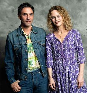 Buvusi Johnny Deppo mylimoji Vanessa Paradis ištekėjo už režisieriaus Samuelio Benchetrito
