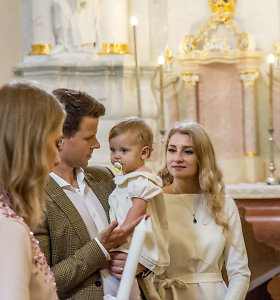 """Buvusi """"Studenčių"""" narė Ieva Vaitiekūnienė su vyru Ryčiu Liškiavoje pakrikštijo dukrą"""