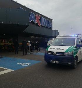 """Vilniaus """"Maxima"""" parduotuvės tualete rasta rankinė su granatos muliažu: buvo evakuoti visi"""