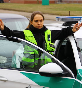 Panevėžyje beveik tris promiles įpūtęs taksistas pareigūnams pasiūlė kyšį