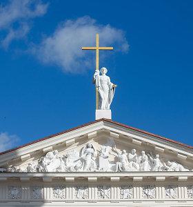 Bažnyčia kritikuoja Konstitucinį Teismą dėl tos pačios lyties asmenų šeimos sąvokos