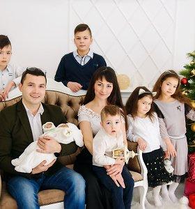 """Totorių vegetarų šeimoje – 7 vaikai: vyresnieji """"peršoka"""" klases ir laimi konkursuose"""
