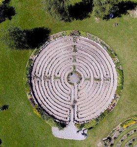 Energetinių labirintų parkas Žemaitijoje traukia ieškančius ramybės ir atsipalaidavimo