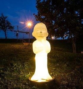 Sostinės Misionierių sodų parke nutūpė angelas
