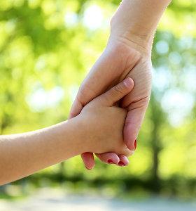 """Skaudi neįgalaus vaiko mamos patirtis: """"Šiandien mūsų pasaulis visai kitoks"""". Psichologės komentaras"""