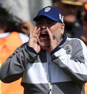Legendinis D.Maradona persigalvojo: lieka dirbti Argentinos klube