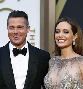 Angelina Jolie vilkina skyrybas su Bradu Pittu: skelbiama, kad aktorė nori atkurti šeimą
