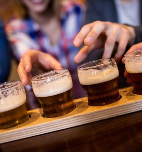 Someljė – apie alaus pateikimo etiketą: ką lemia taurės forma ar mandagu gerti iš butelio?