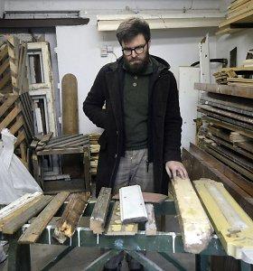 """Povilas gelbėja griaunamų Žaliakalnio medinių namų detales: """"Paveldas atsiduria šiukšlyne"""""""
