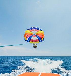 Antalijoje trūkus parašiuto lynui sužaloti du lietuviai, gydymo išlaidos – 9 tūkst. eurų